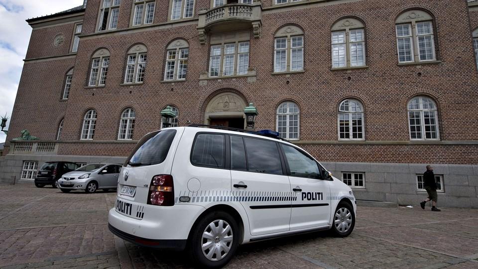En 28-årig mand fra Sverige bliver tirsdag stillet for en dommer ved Retten i Aarhus. Anklagemyndigheden vil have manden fængslet i sag om omfattende sag om tyverier fra lastbiler. Foto: Henning Bagger/Ritzau Scanpix