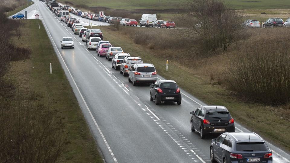Når der er vejarbejde, kan det være langsommeligt at komme sydpå ad hovedfærdselsåren fra Hanstholm over Mors mod Herning. Arkivfoto