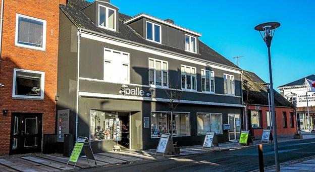Butikken i Østerbrogade som den ser ud i dag. Kun firmanavnet vil blive ændret ved overtagelsen til Balle & Vad. Foto: Mogens Lynge