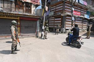 Indisk politiker og ti andre dræbt ved skudangreb