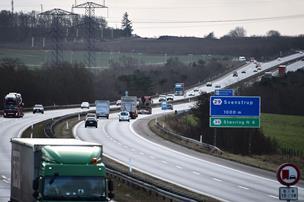 12-årige vandrede hjem ad motorvejen: GPS viste vej