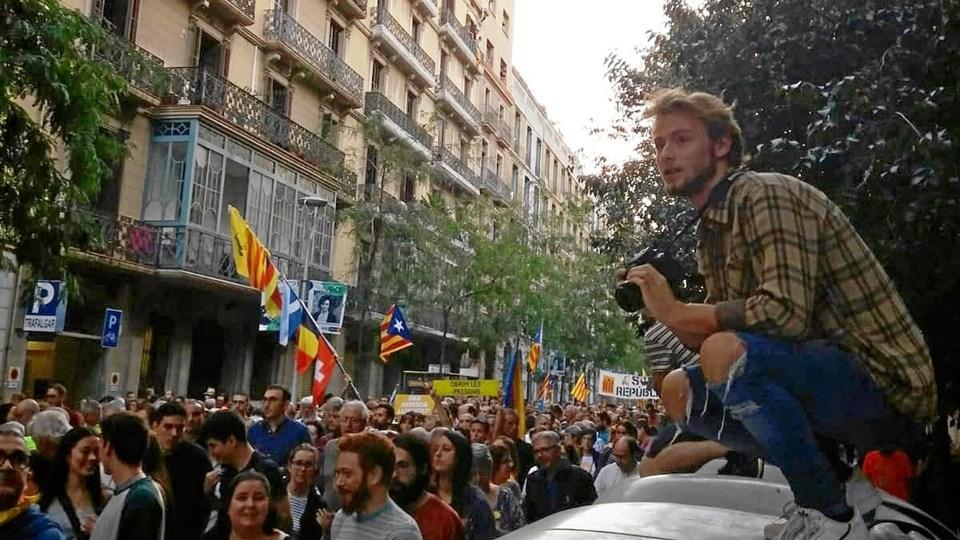 """Journaliststuderende Tim Søgaard tager et semester i Barcelona og har de sidste par uger minglet med de catalanske separatister, som kæmper for Cataloniens løsrivelse fra Spanien. Han har taget lidt billeder, lavet nogle interviews og generelt forsøgt sig lidt som """"amatør-udlandskorrespondent"""". Privatfoto"""