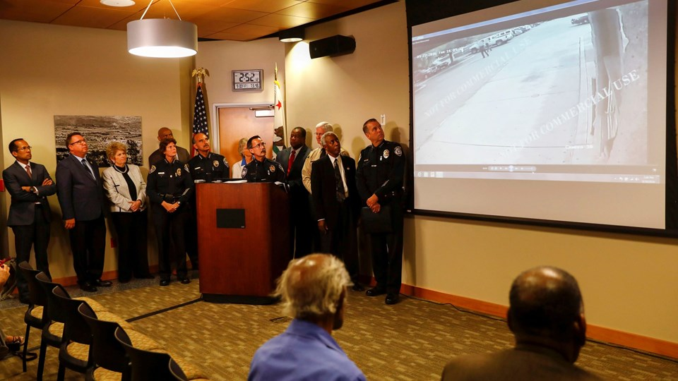 Police Chief Jeff Davis speaks as police release video showing the the death of shooting victim Olango in El Cajon Foto: Reuters/Patrick T. Fallon