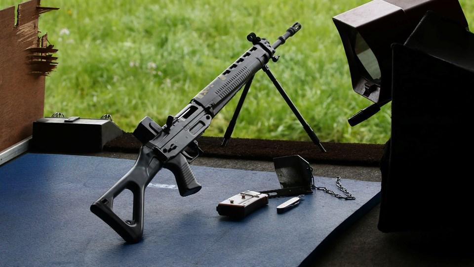 Schweiz er et af de lande i verden, hvor flest borgere er i besiddelse af et våben. Samtidig har landet dog en af de laveste drabsrater. (Arkivfoto).