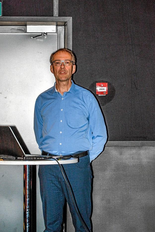Musikhistoriker Leif V.S. Balthzersen fortalte og viste filmklip med musik. Foto: Mogens Lynge