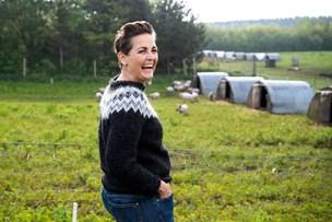 Dyhr på besøg hos nordjysk landmand: Smågrise tog flugten