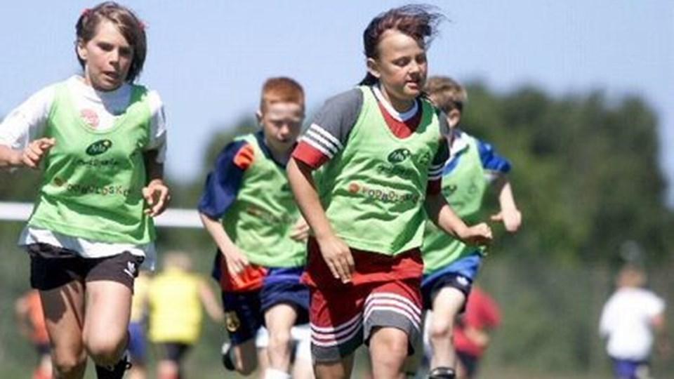 I weekenden er der atter mikrifodboldskole i Sæby.arkivfoto