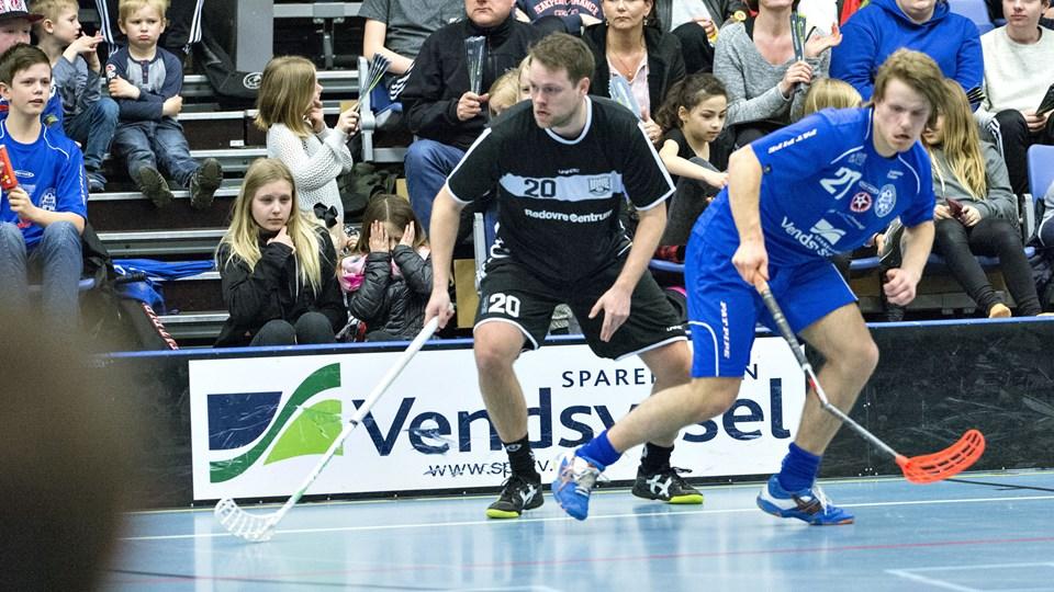 Rasmus Bengtsson, th., er tilbage i Blackhawks efter et par sæsoner i Brønderslev.Arkivfoto: Kurt Bering