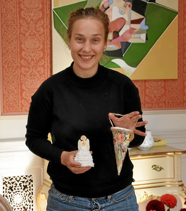Arrangementet er faktisk lidt af en familiebegivenhed på Dronninglund Slot. Nanna Henriettes datter, Marie Elisabet Høgsbro, har kontakt til de tre udefra kommende og tilmed lavet noget fint julepynt, som hendes mor sikkert vil inkludere i sin borddækning. Foto: Ole Torp