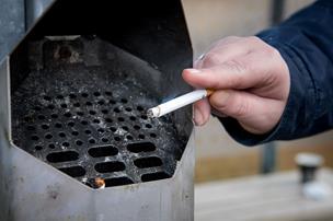 V-politiker og provst får klar besked: Rygning og religion hører ikke hjemme på jobbet