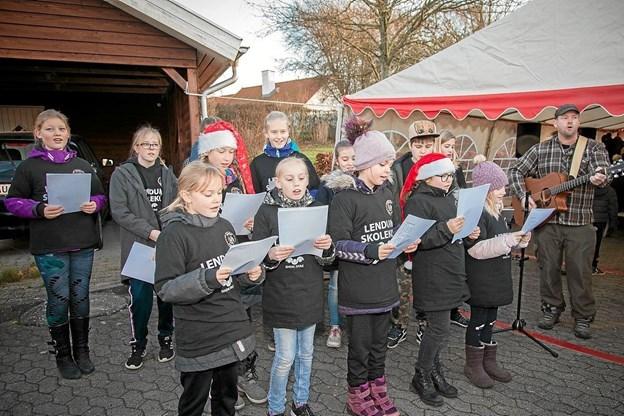 Børnekoret fra Lendum skole sang for de mange fremmødte. Foto: Peter Jørgensen Peter Jørgensen
