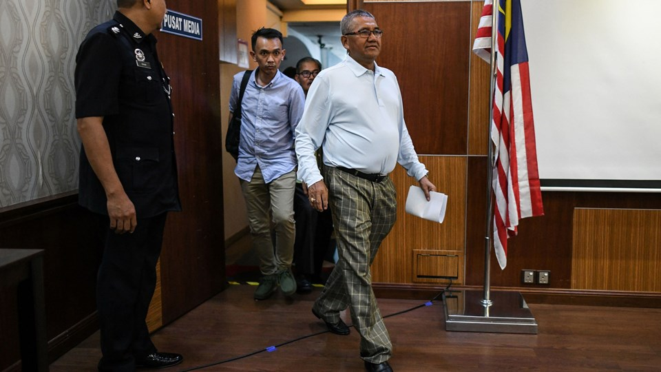 Malaysisk politi har optrevlet et stort netværk af menneskesmuglere, oplyser den nationale politichef, Mohamad Fuzi Harun (til højre). Foto: Scanpix/Mohd Rasfan/arkiv