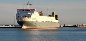 Flere lastbiler kører over Hirtshals Havn