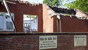 Sultne entreprenørmaskiner står klar: Resterne af Restaurant Hedelund rives ned