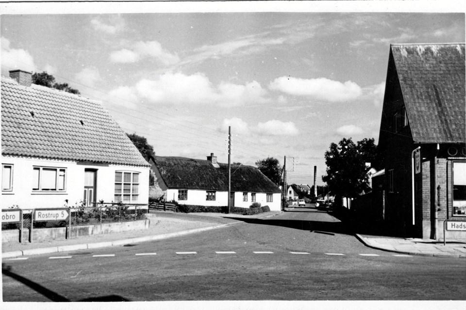 Oue by var meget tæt på at blive ramt af det nedskudte fly, som ramte jorden 400 meter vest for Rinddalsvej 1.