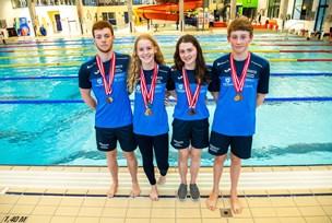 Et stærkt kuld svømmetalenter: Unge fra Thisted hiver medaljer hjem på stribe