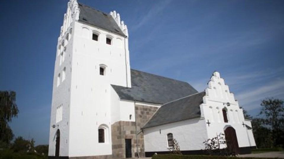 Menighedsråd kræver, at en ny præst i Brønshøj Kirke skal være parat til at vie to personer af samme køn. Det vækker kritik hos den kirkelige højrefløj. Foto: Free/Colourbox