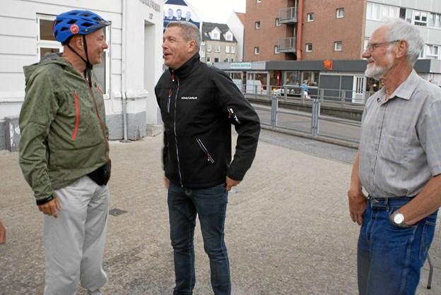 Mike White fra Cyklistforbundets Aalborg-afdeling (til venstre) i samtale med rådmand Hans Henrik Henriksen. Foto: Ole Skouboe