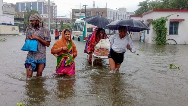Over 60 mennesker er omkommet under monsunregn i Indien