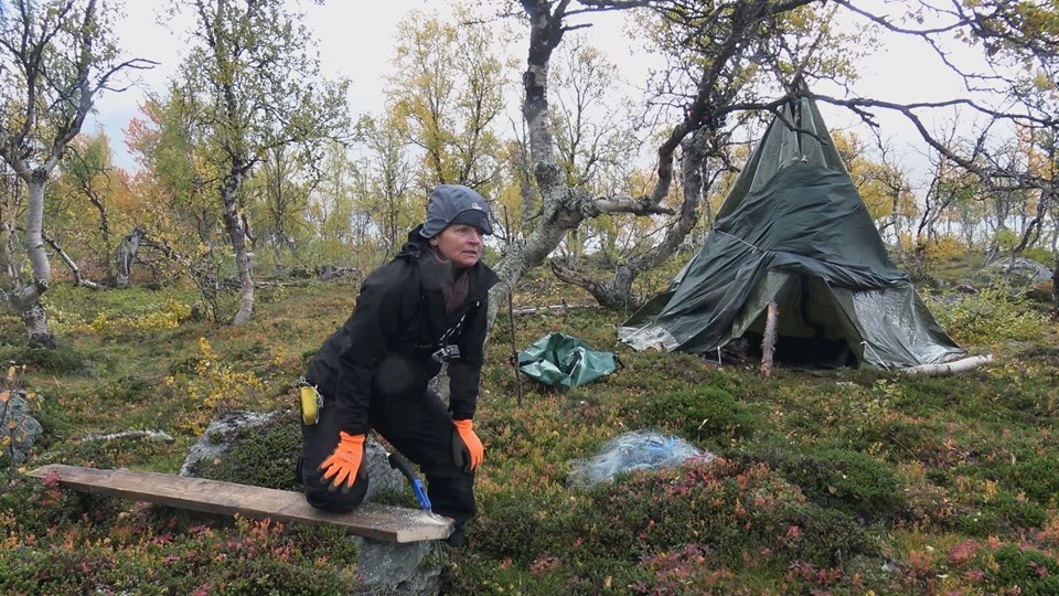 """I anden sæson af """"Alene i vildmarken"""" er deltagerne blevet sendt af sted noget senere på året end første sæson, og det betyder, at vejrforholdene er en del hårdere. Foto: United Productions/DR"""