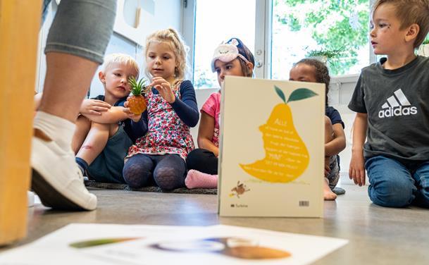 Børnehavebørns sprog styrket efter besøg af bibliotekar