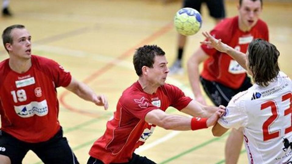 Henrik Toft Hansen (tv) scorede ti mål og var stærk i forsvaret. Foto: Michael Koch