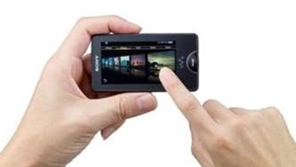 Sony tager kampen op mod iPod Touch med deres nye Walkman X-serie, der også har touch-skærm og indbygget Wi-Fi.