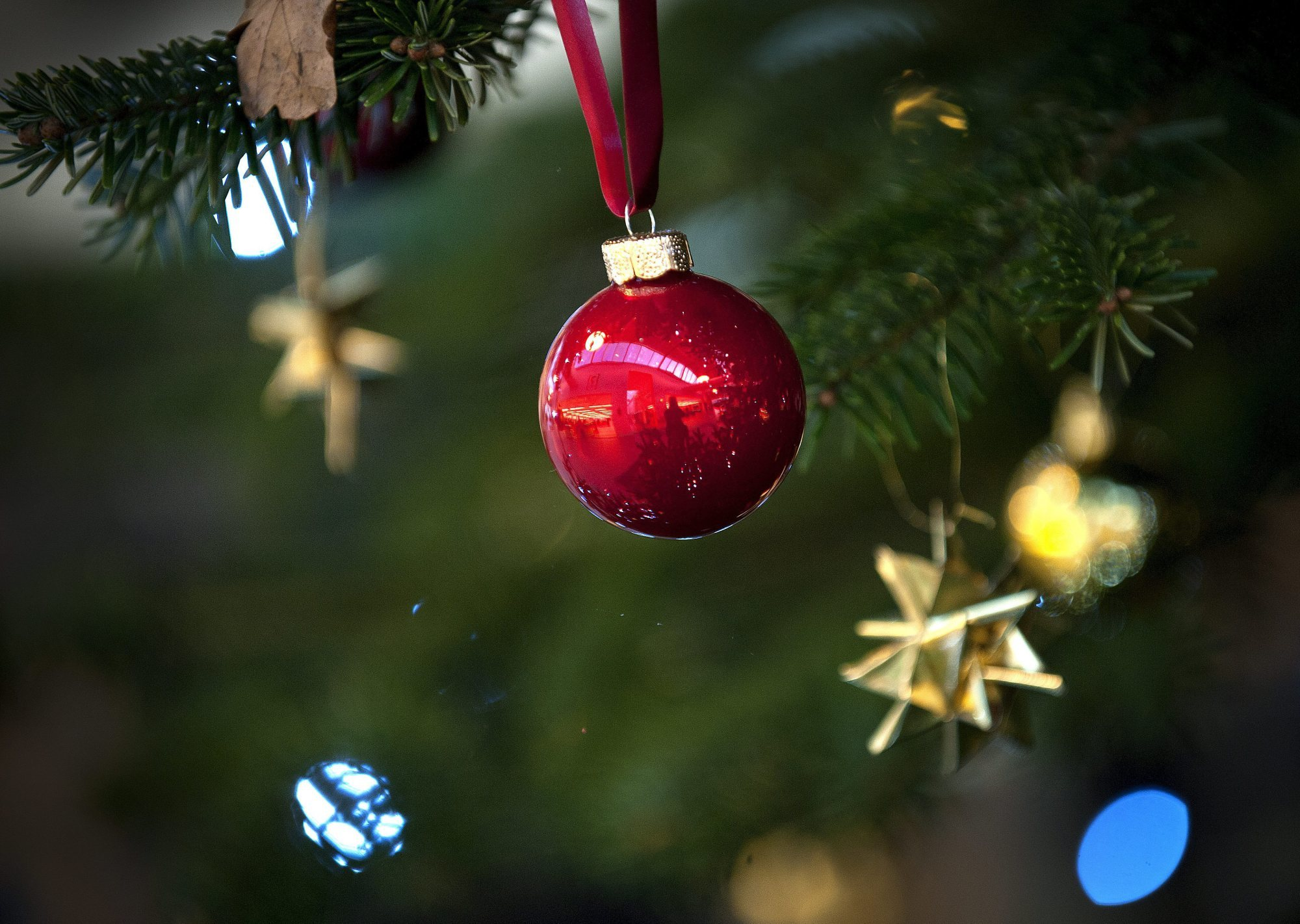 Det er tid til både gaver og glitter på byens julemarkeder. Arkivfoto: Torben Hansen