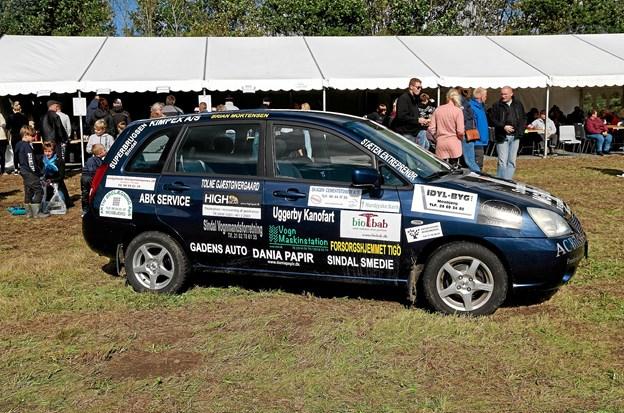 På pladsen var der fortsat salg af lodder til konkurrencen om sponsorbilen, der kunne vindes til ejendom. Foto: Niels Helver