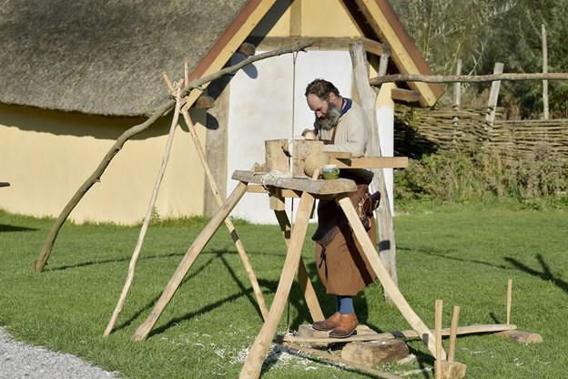 Kenn Lassen fra Randers kalder sig selv for 'friking' - frivillig og viking. - Fyrkat er mit andet hjem, siger han.