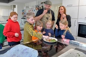 Klimauge med kok: Skolelever laver skraldemad