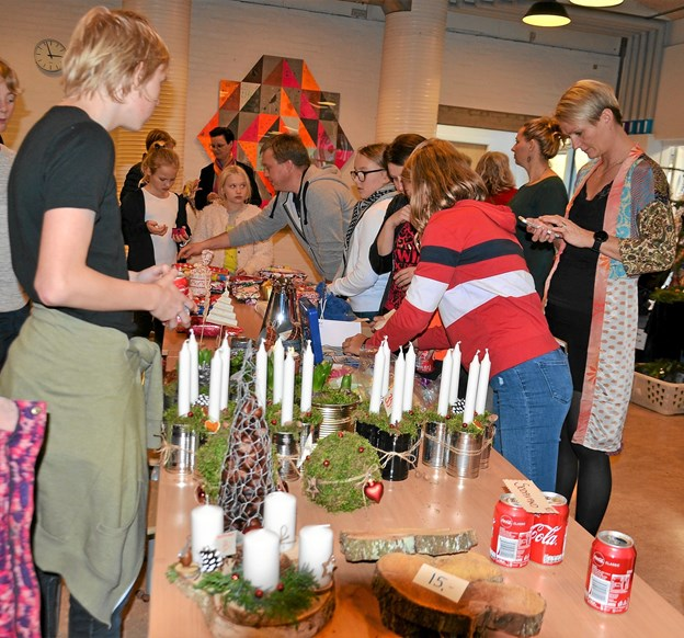 Flotte adventskranse og juledekorationer gik som varmt brød. Foto: Jesper Bøss Jesper Bøss