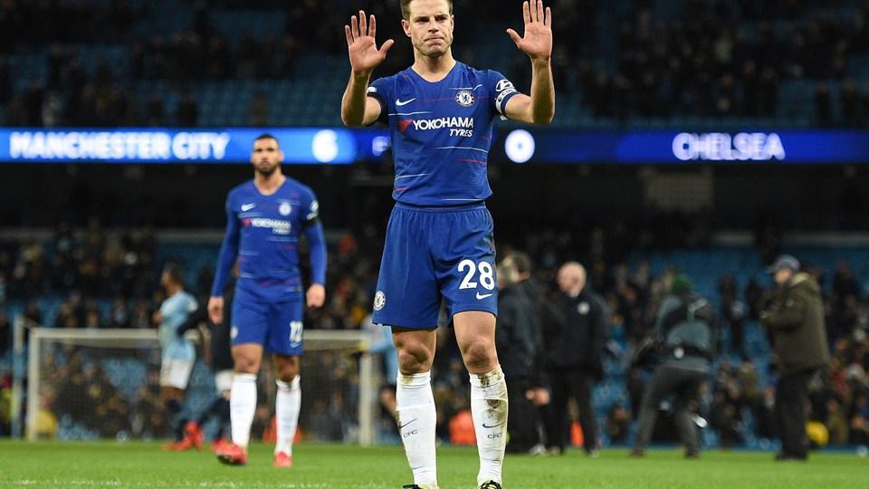 - Når man taber 0-6, må alle acceptere, at de ikke spillede godt. Det eneste, jeg kan sige til fansene, er undskyld, siger Cesar Azpilicueta til klubbens hjemmside.