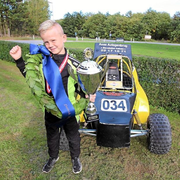 Jonas Nielsen er bare 8 år, men alligevel er han netop blevet Danmarksmester for anden gang i crosskart mini. Foto: Jørgen Ingvardsen