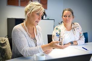 Sundhedsplejersker styrker integration: Flygtninge lærer om kost og opdragelse