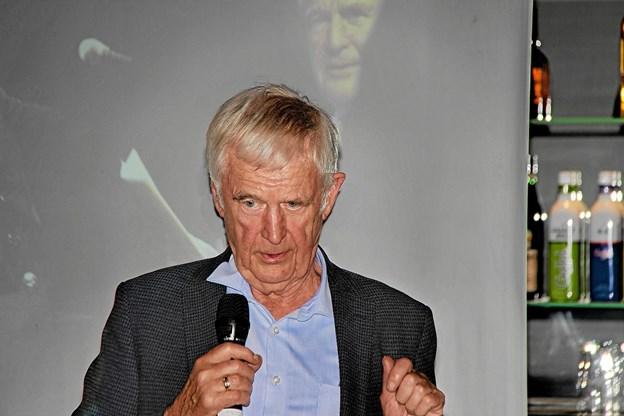 Ernst Trillingsgaard fortalte vidt og bredt om sine oplevelser med alle de kendte kunstnere. Foto: Hans B. Henriksen Hans B. Henriksen