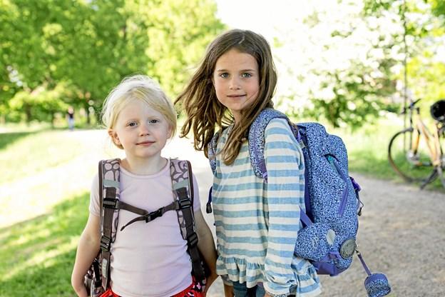 De indleverede skoletasker sælges igen billigt. Overskuddet fra salget går til bl.a. sommerlejre for udsatte børn.  Modelfoto: Louise Dyring Mbae / Red Barnet
