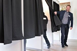 Niels holder styr på stemmerne: - Det er en god demokratiets festdag