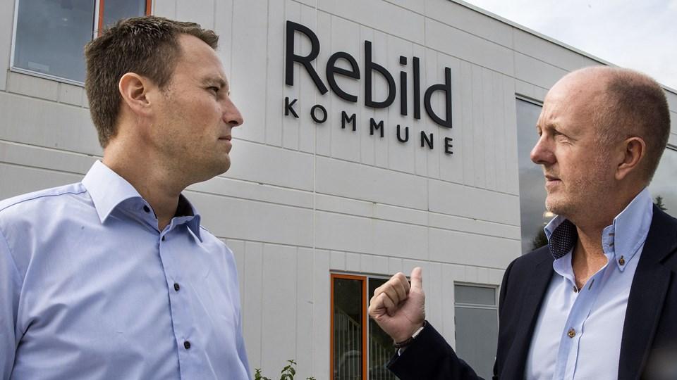 Direktør Ulrik Andersen (tv) og centerchef Niels Sandemann er begge tiltrådt 1. august og er dermed det friske nye ledelseshold, der skal sørge for, at sagsbehandlingen i Center Familie og Handicap bliver endeligt genoprettet. Foto: Henrik Bo