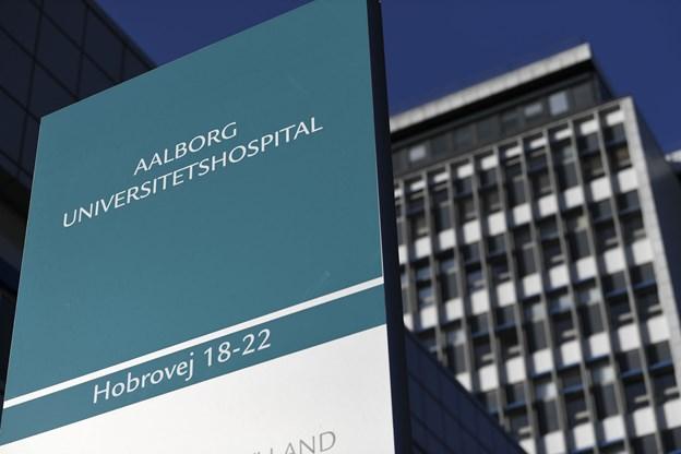 Ansat på sygehus kan have smittet 440 patienter med farlig sygdom