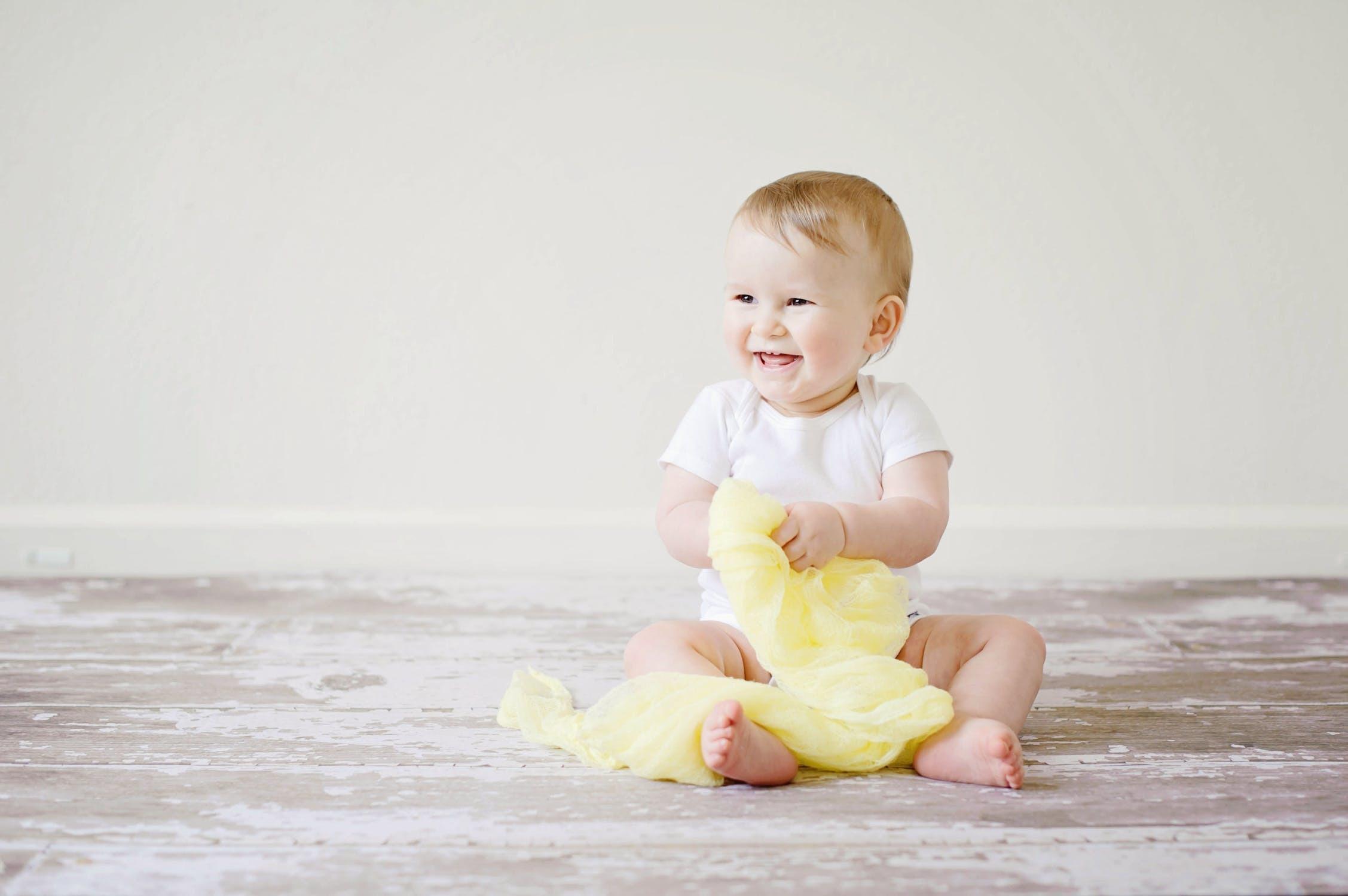 Studier viser, at en babynest giver roligere børn