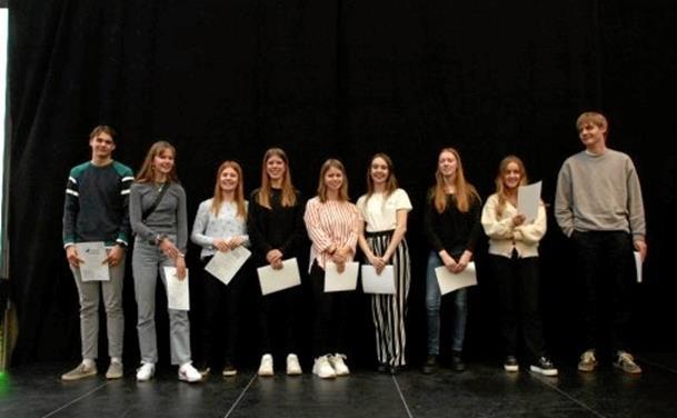10 Tradium-elever fik diplomer fra talentakademi