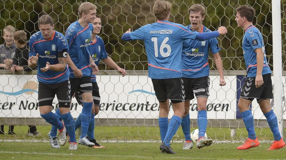 Jammerbugts Anders Jensen (th.) gjorde det med hovedet til 2-1 for hjemmeholdet kort inden slutfløjtet. Foto: Michael Bygballe
