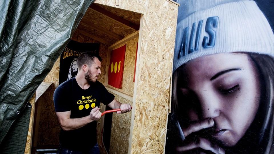 Christiania og christianitterne ryddede her til morgen selv og på eget initiativ Pusherstreet. Foto: Scanpix/© Uffe Weng