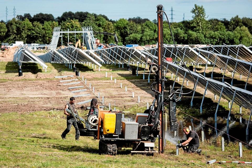 Billedet her er fra opførelsen af verdens største solvarmeanlæg, der ligger ved Silkeborg.Foto: Arcon-Sunmark