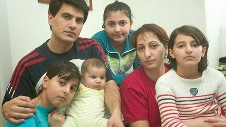 Familien Hasakhani, da alt håb i 2005 om at blive i Danmark var ude, forældrene Ato og Susanna samt børnene Elina, Mariam. Familien kom hertil i september 1997 og boede i Stenhøj fra november 1999 til 22. marts 2005. Arkivfoto