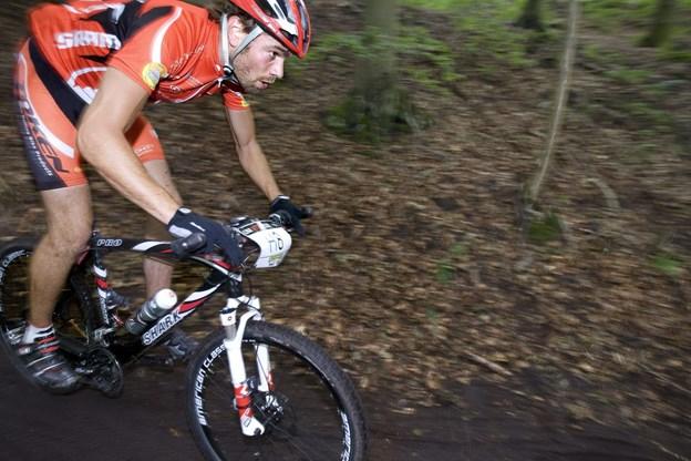 - Cykelryttere hærger naturen: Nu har Henning sat fredningsnævnet på sagen