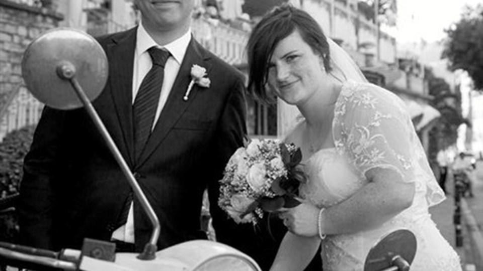Viet i Santa Margherita Ligure, Italien: Eve Gizzie, Glasgow, og Robert Niklasson, Klim. Parret hedder nu Eve Niklasson og Robert Niklasson og bor i Edinburgh, Skotland.