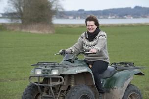 Børn, bøvl og bigballer: Marianne om et landmandsliv med 17 heste, otte biler og fem både