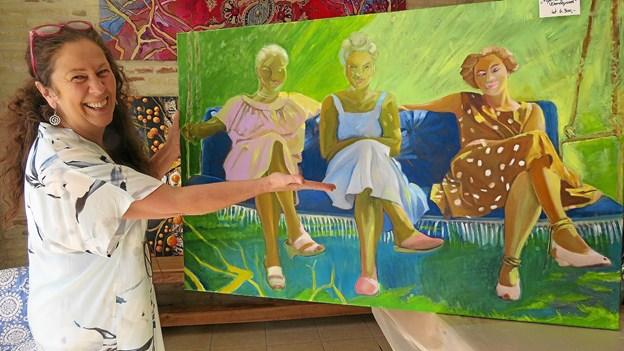 """En hyldest til kunstnerens vendsysselske rødder er billedet """"Pigerne fra Vendsyssel"""". Det er malet efter et gammelt familiefoto. Foto: Kirsten Olsen"""